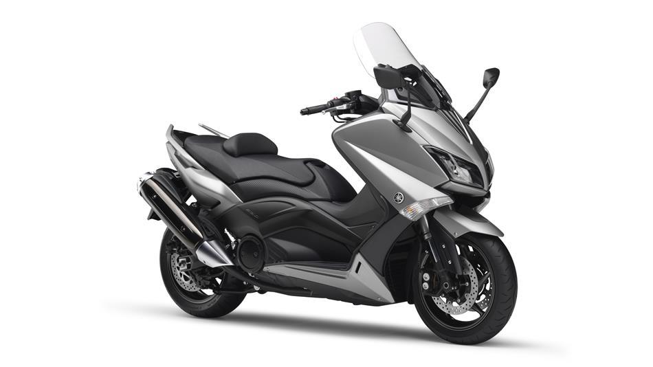 2015-Yamaha-T-MAX-ABS-EU-Moon-Silver-Studio-001