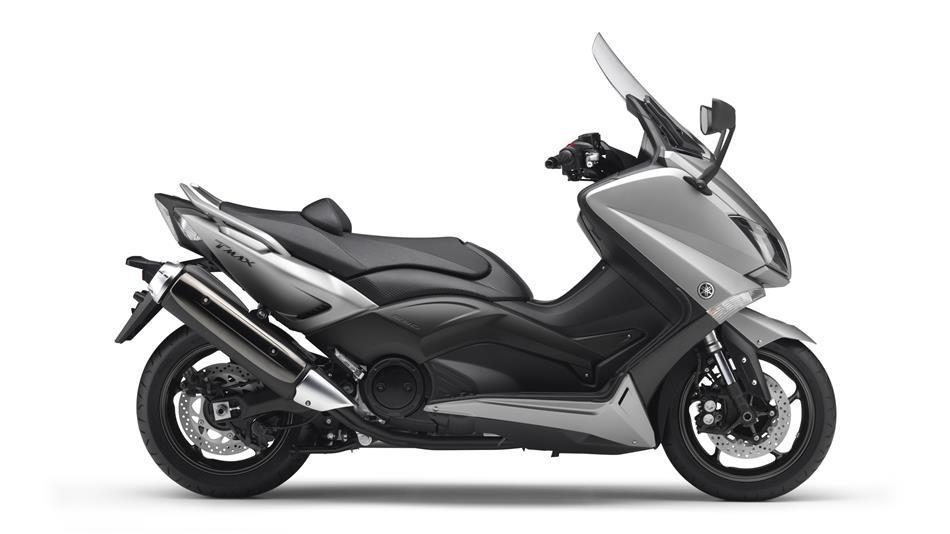 2015-Yamaha-T-MAX-ABS-EU-Moon-Silver-Studio-002