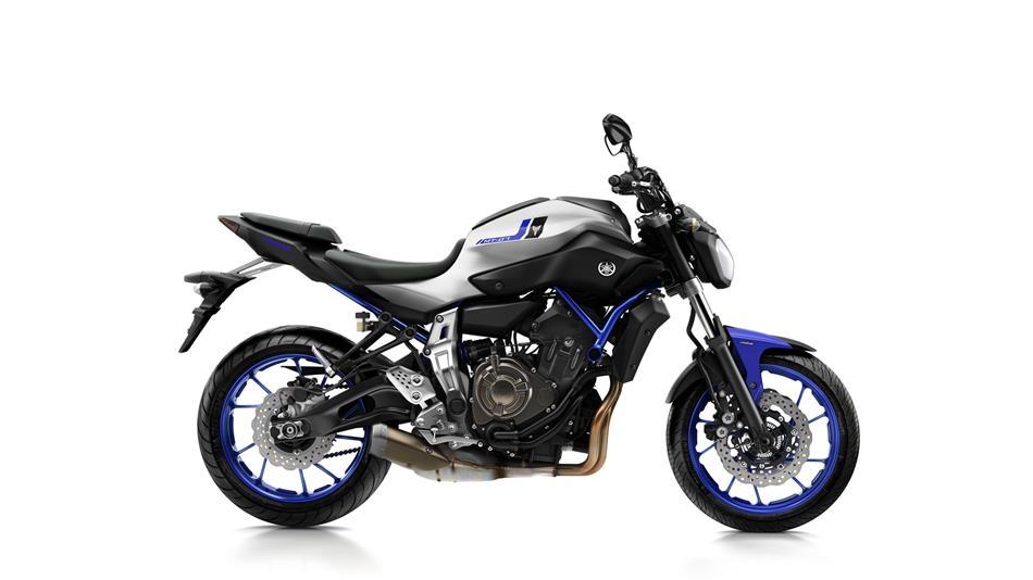 2016-Yamaha-MT-07-EU-Race-Blu-Studio-002