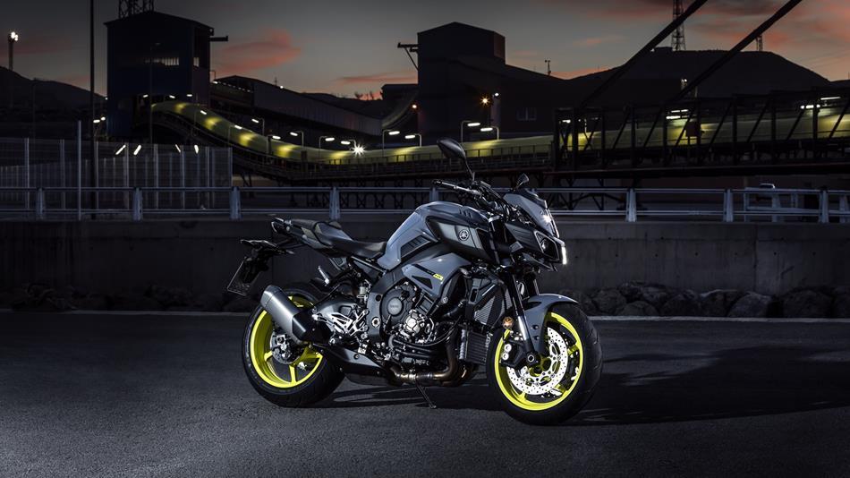 2016-Yamaha-MT-10-EU-Night-Fluo-Static-008