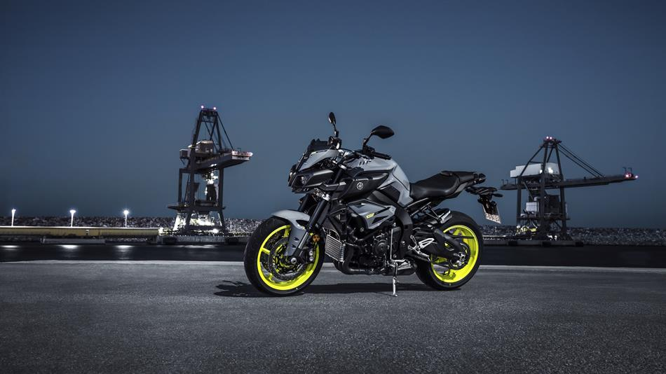 2016-Yamaha-MT-10-EU-Night-Fluo-Static-009